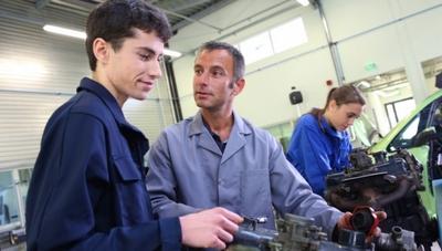 Program płatnych praktyk zawodowych w warsztatach Auto Spektrum