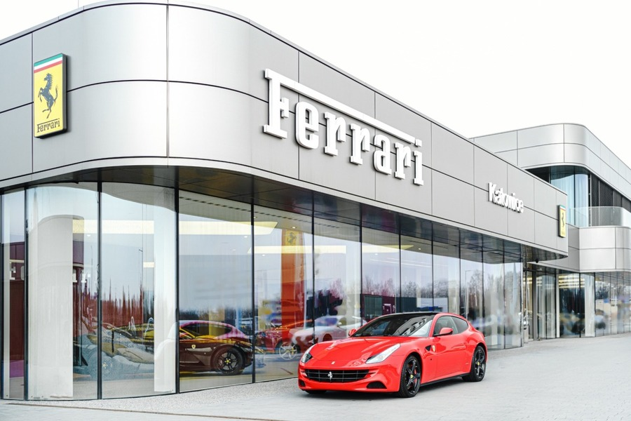 Ferrari <em>FF </em> Official Ferrari Dealer., 2015r.