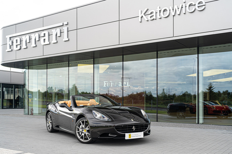 Ferrari <em>California </em> Official Ferrari Dealer, 2011r.
