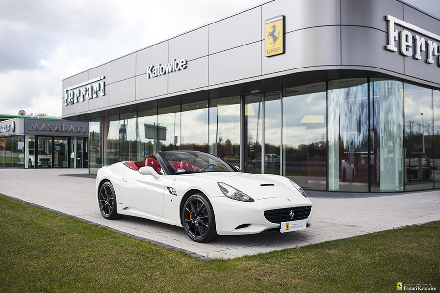 Ferrari <em>California </em> Official Ferrari Dealer, 2010r.