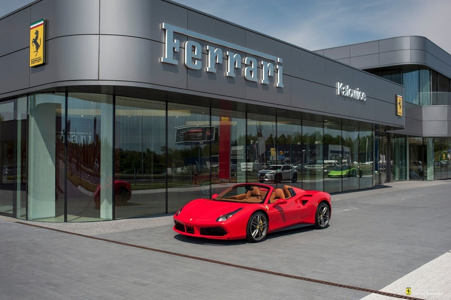 Ferrari <em>488 </em> Official Ferrari Dealer., 2018r.