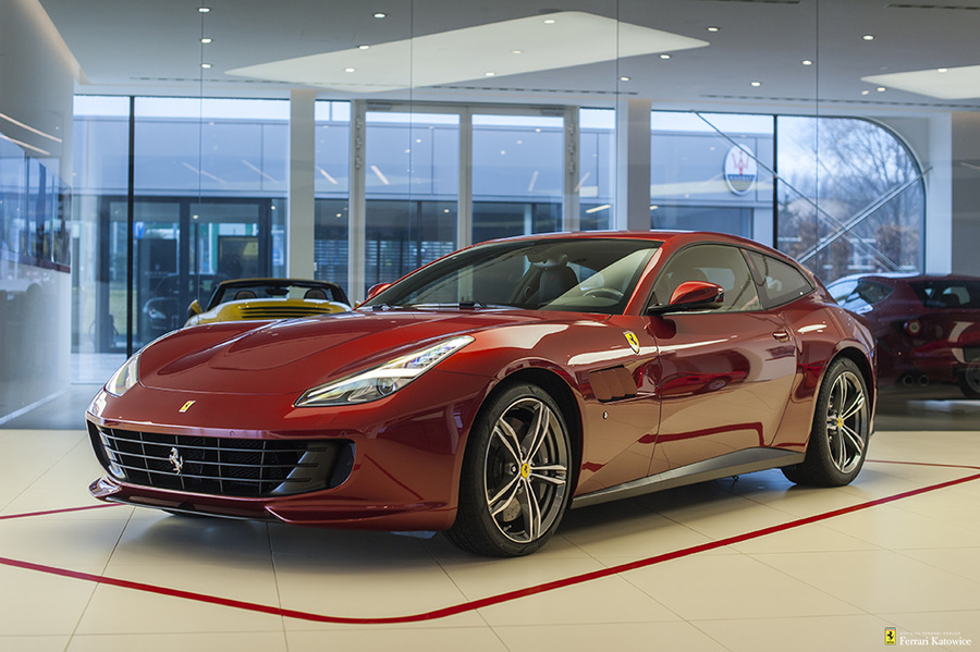 Ferrari <em>GTC4Lusso </em> Official Ferrari Dealer, 2017r.