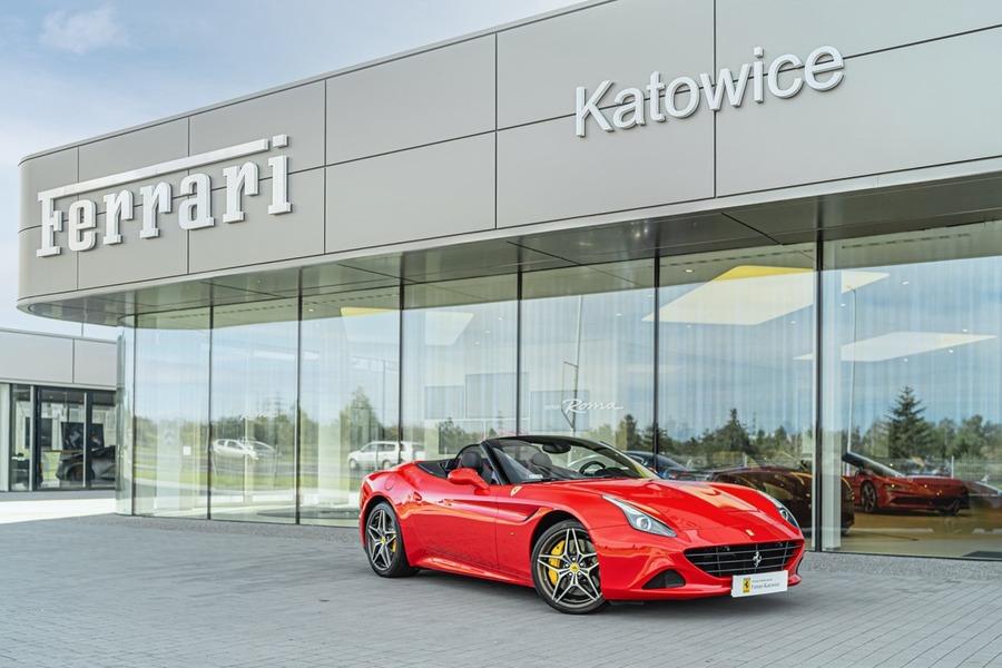 Ferrari <em>California </em> Official Ferrari Dealer., 2015r.