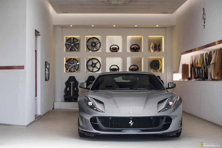 Ferrari <em>812 Superfast </em> Official Ferrari Dealer., 2017r.