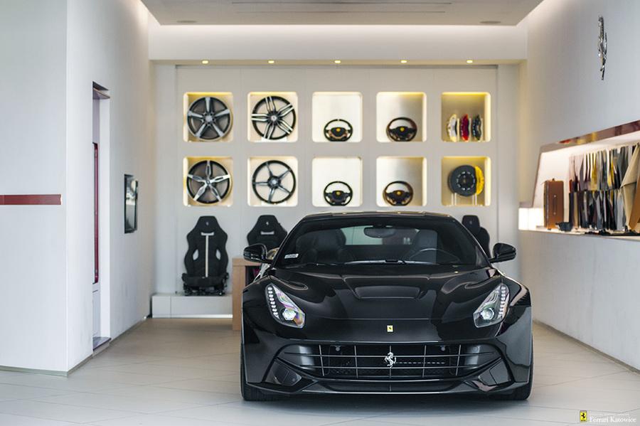 Ferrari <em>F12berlinetta </em> Official Ferrari Dealer., 2015r.