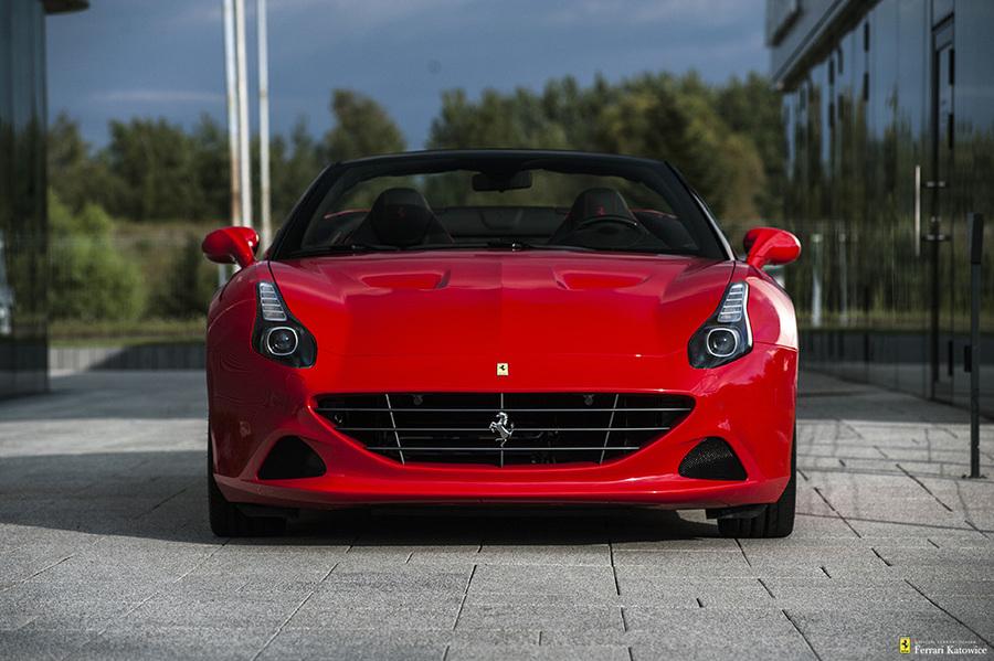 Ferrari <em>California </em> T HS. Official Ferrari Dealer, 2016r.